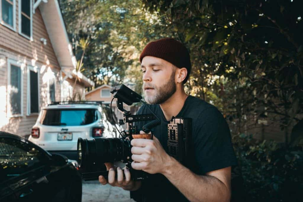 filmmaker using a nikon z6 mounted on a videography rig