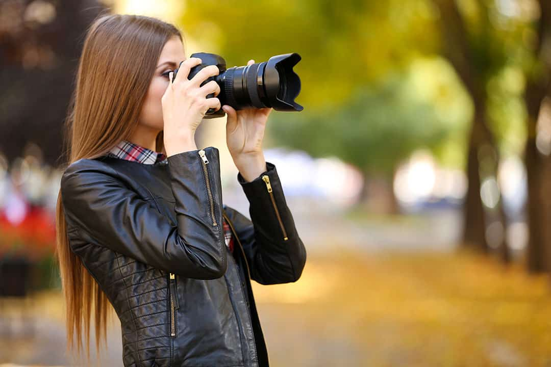 model using a camera to shoot a portait photography