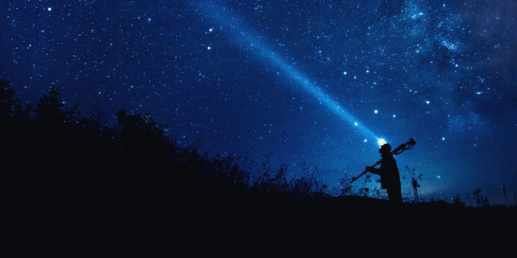 canon eos m mirrorless camera shooting astrophotography on a tripod
