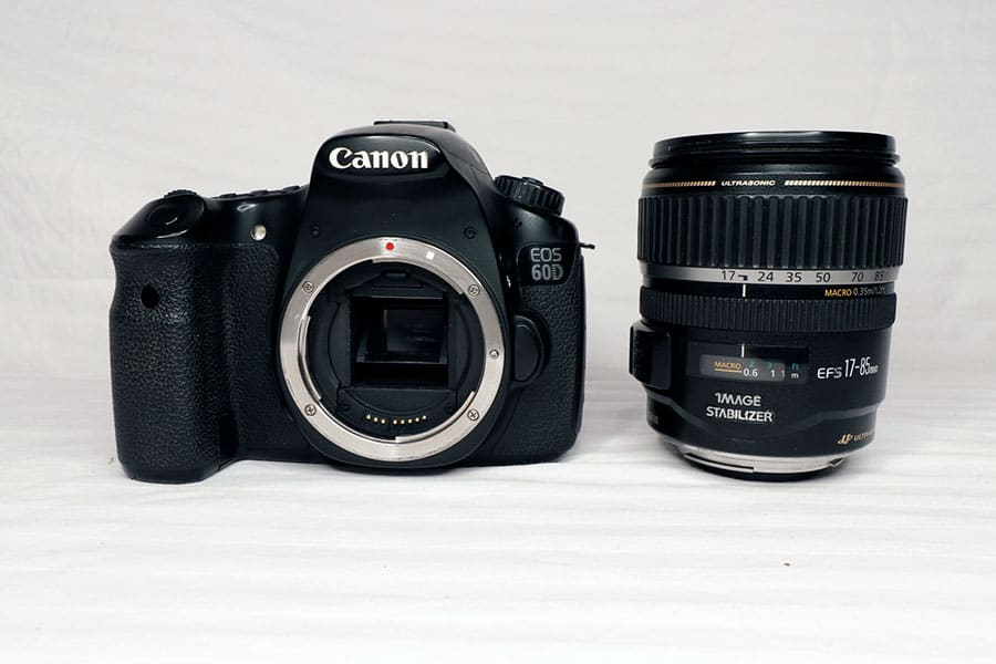 canon eos 60d next to the 17-55mm zoom
